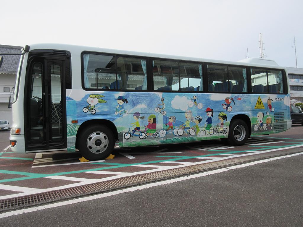 相良小学校児童と一緒にスクールバスのデザインを考えました